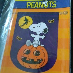 Snoopy on his pumpkin flag